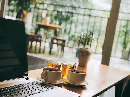 Gratis lagerfoto af bærbar computer, kaffe, sol, solopgang