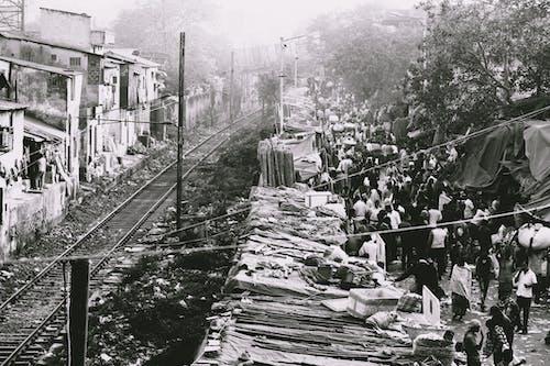 Бесплатное стоковое фото с город, городская жизнь, деревья, железнодорожная линия