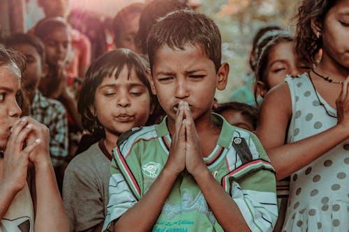 Gratis arkivbilde med bønn, india, indisk gutt, indisk portrett