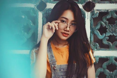 Kostenloses Stock Foto zu asiatin, asiatische person, attraktiv, brille
