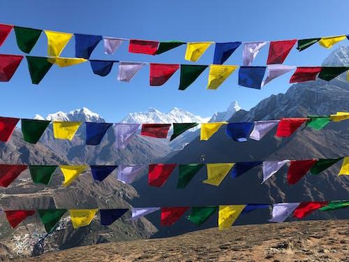 Gratis arkivbilde med blå bønn flagg, bønneflagger, everest, fjell