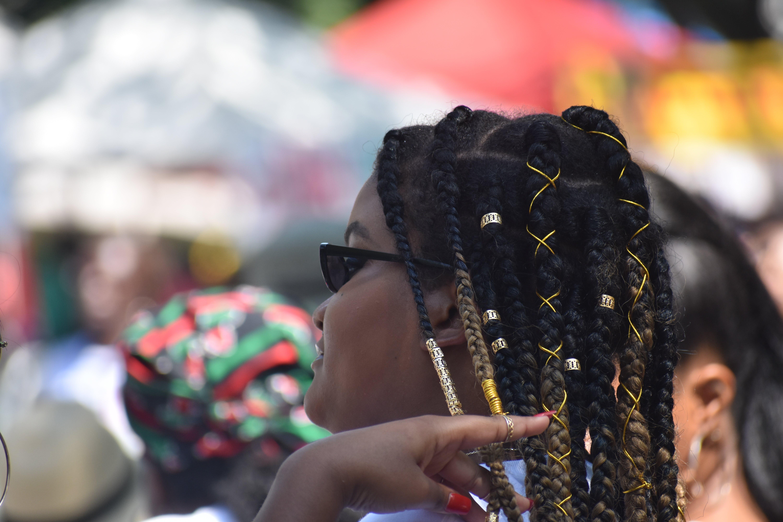 Gratis stockfoto met Afro-Amerikaanse vrouw, haar, mevrouw, mooi