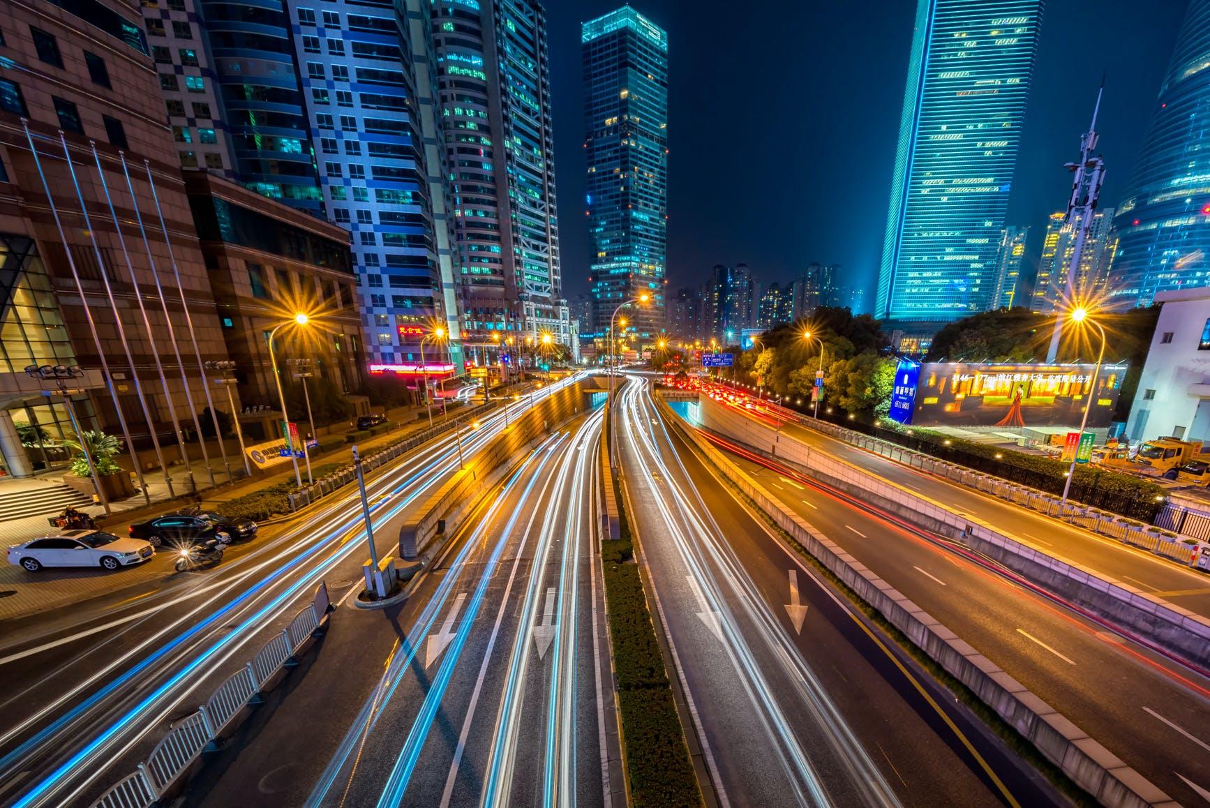 คลังภาพถ่ายฟรี ของ กลางคืน, ตัวเมือง, ตึก, ทางหลวง
