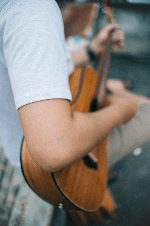 Kostenloses Stock Foto zu akustische gitarre, aufführung, erholung, freizeit