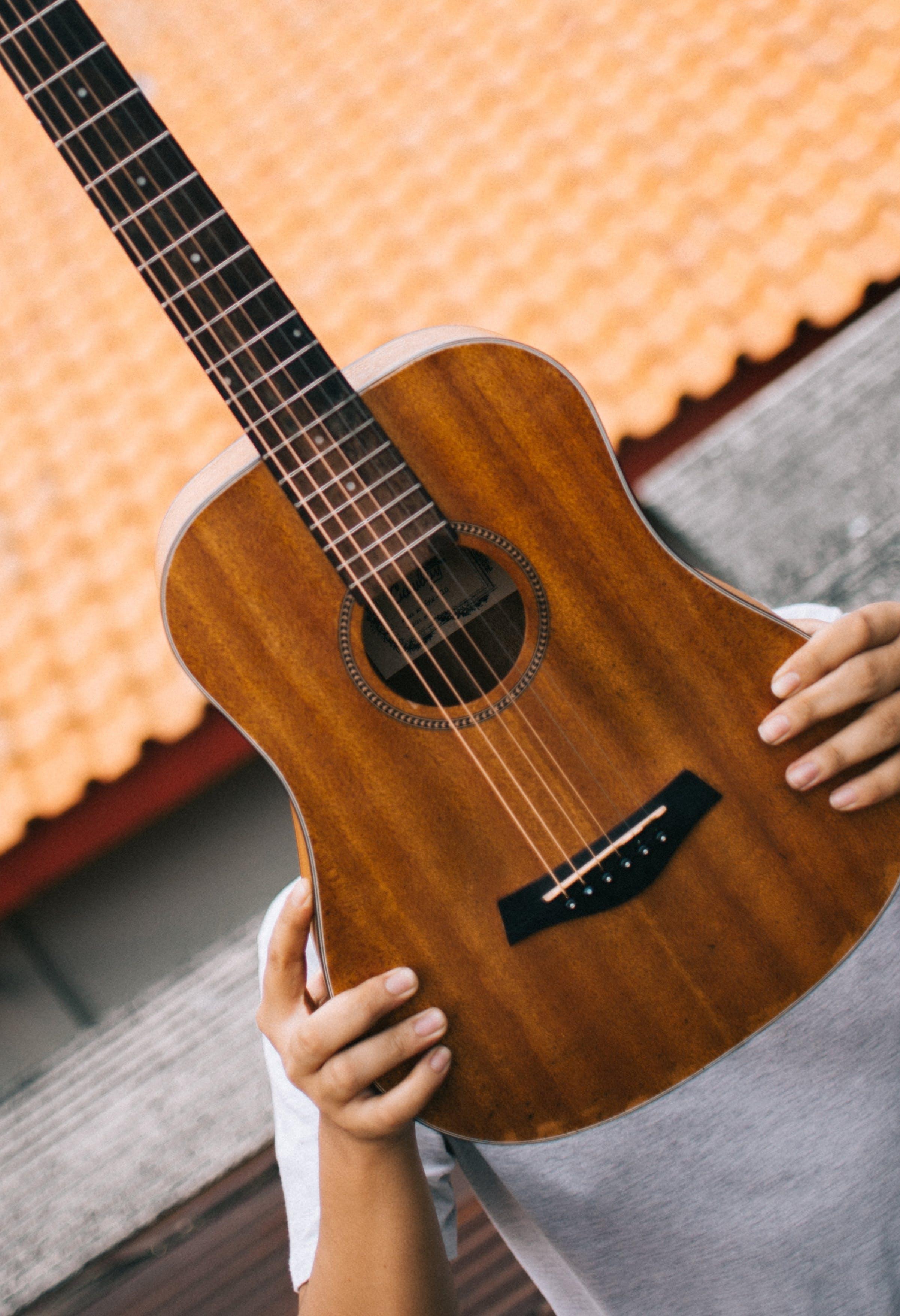gitar, müzik aleti, telli çalgı içeren Ücretsiz stok fotoğraf