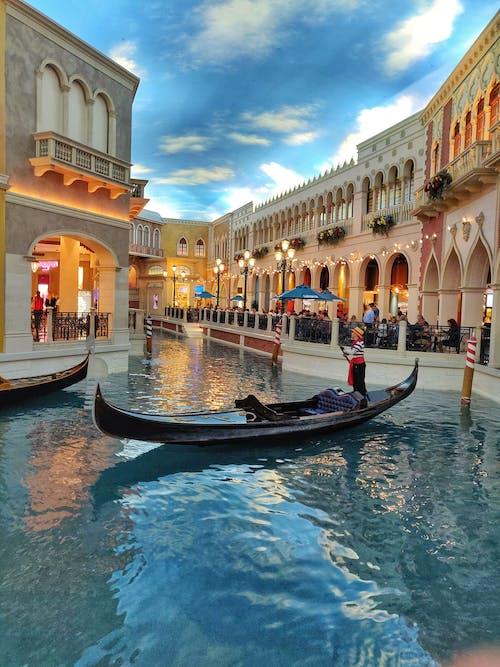 Бесплатное стоковое фото с архитектура, Венецианский, водный транспорт, гондола