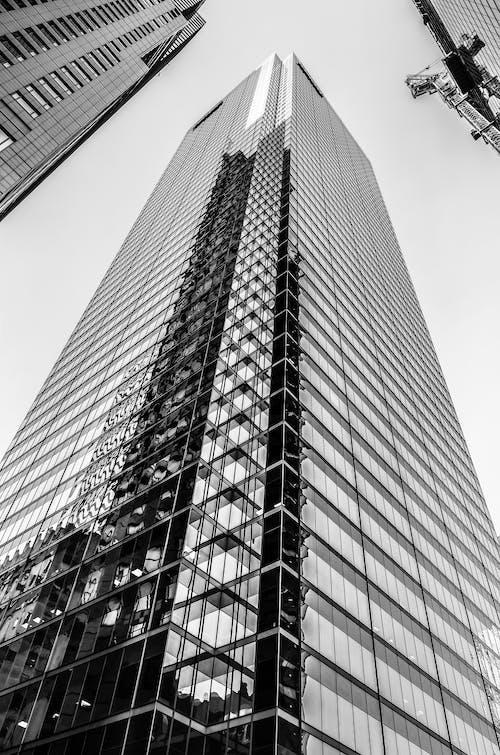 Photo En Niveaux De Gris D'un Immeuble De Grande Hauteur