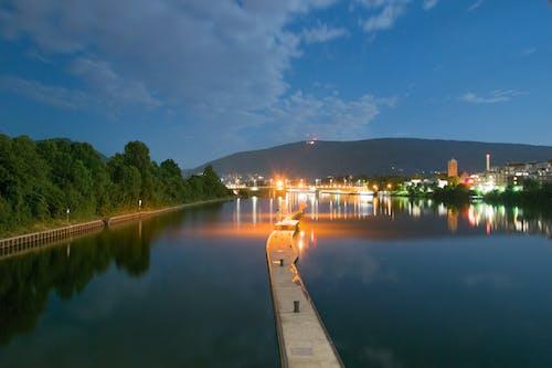 Бесплатное стоковое фото с вода, ночь, отражение