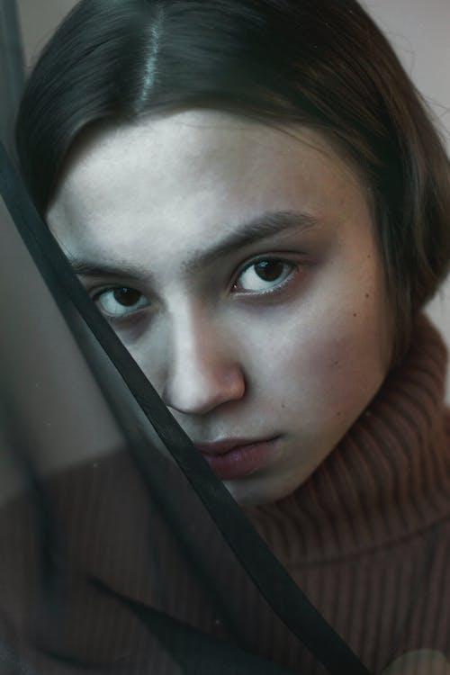 Imagine de stoc gratuită din adorabil, căutare, expresie facială, femeie