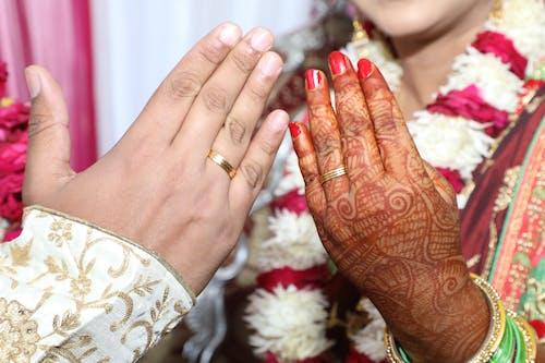 결혼 반지, 결혼식 날, 결혼식 세팅, 반지의 무료 스톡 사진