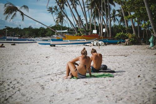Foto profissional grátis de areia, barcos, beira-mar, bem-estar