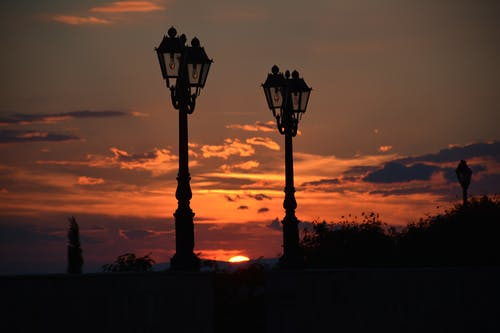 Gratis arkivbilde med himmel, lamper, skyer, sol