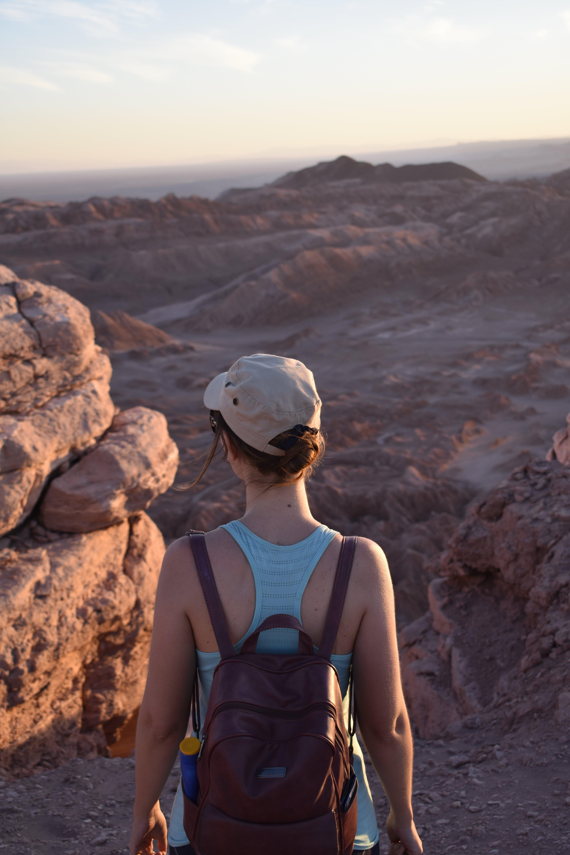 Fotos de stock gratuitas de aventura, caminar, de espaldas, escénico