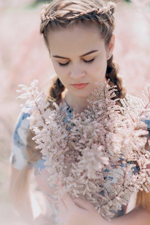 Fotobanka sbezplatnými fotkami na tému krásna, krásny, kúzlo osobnosti, nádherné kvety
