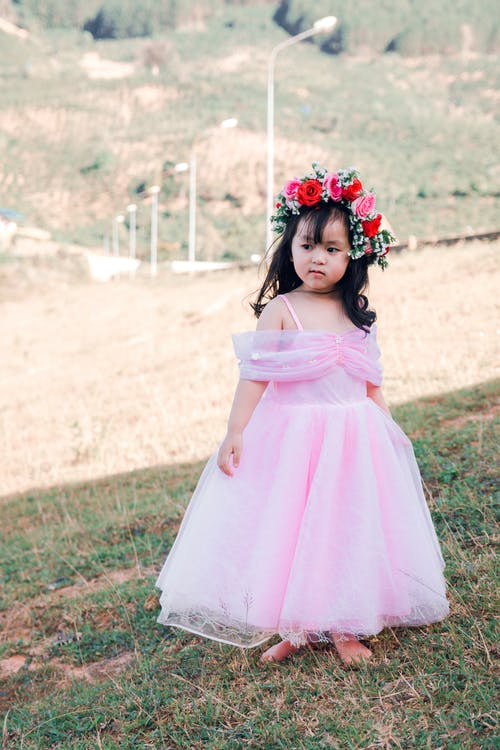 Gratis stockfoto met aanbiddelijk, Aziatisch kind, blijdschap, bloemenkroon