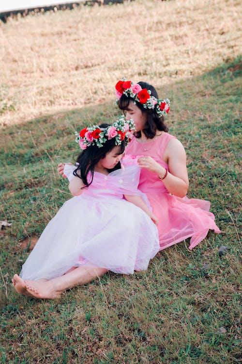 Fotos de stock gratuitas de amor, bonito, césped, desgaste