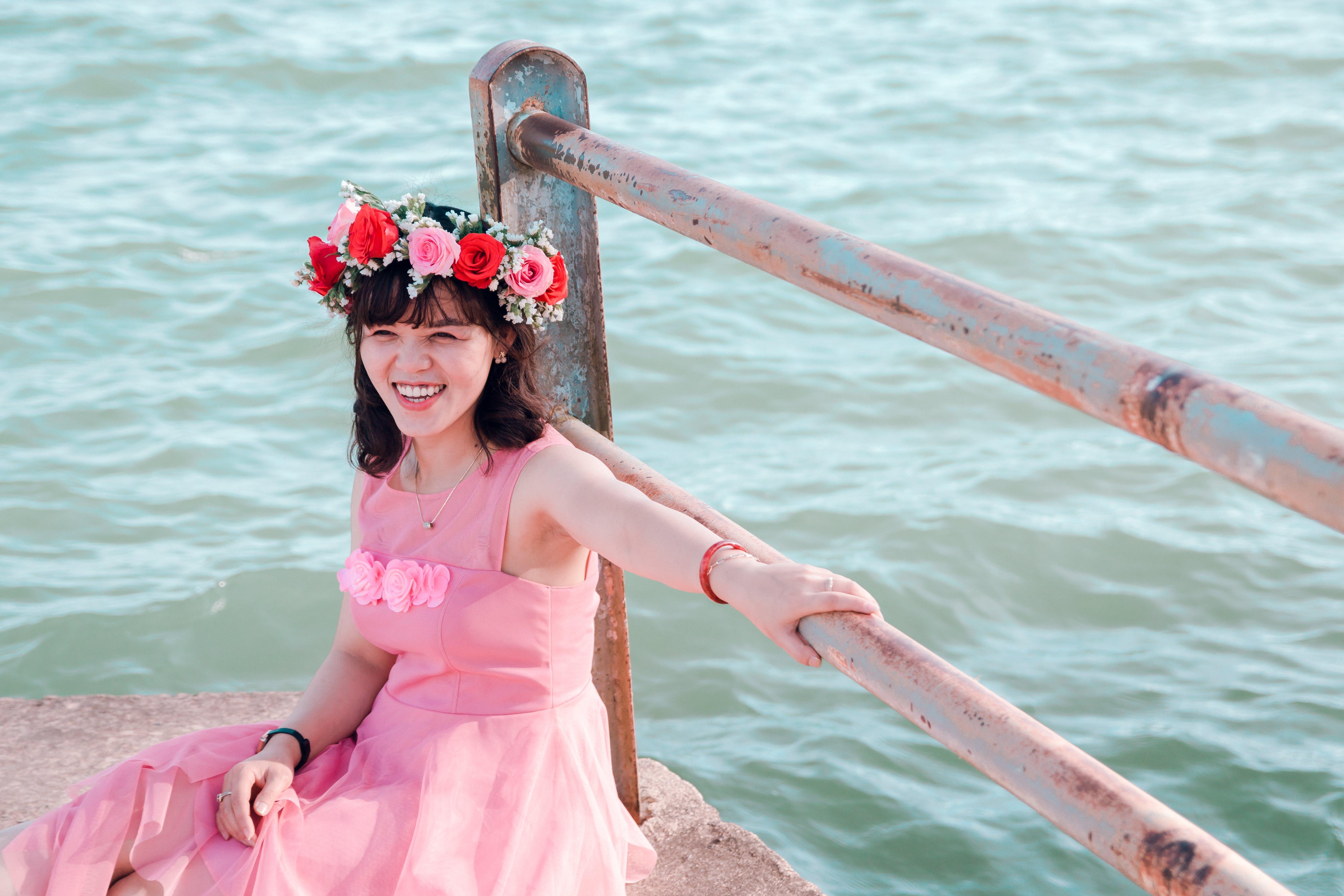 가운, 꽃, 난간, 드레스의 무료 스톡 사진