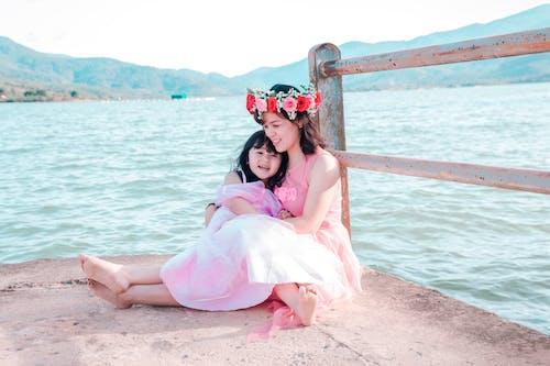 Fotobanka sbezplatnými fotkami na tému dcéra, dievča, exteriéry, láska