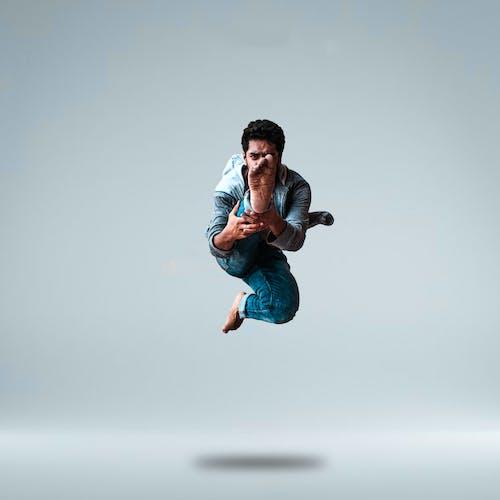 adam, atlamak, balerin, dans içeren Ücretsiz stok fotoğraf