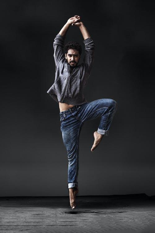 asiatisk mann, balanse, ballettdanser