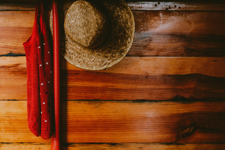 Kostnadsfri bild av brun, färger, hängande, hårt träslag