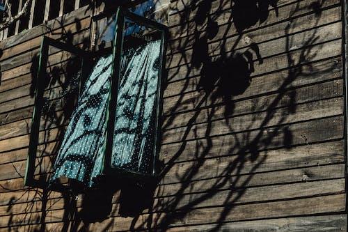 Foto d'estoc gratuïta de arquitectura, casa de fusta, construcció, cortina