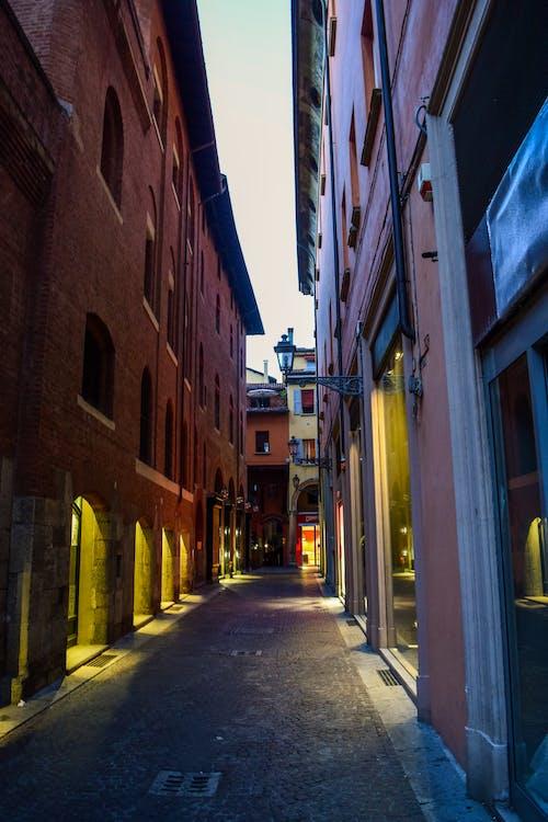 Foto stok gratis bersejarah, bologna, cahaya, jalan