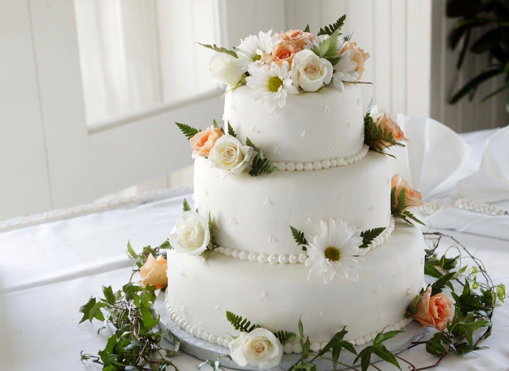 Foto einer Hochzeitstorte. | Quelle: Pexels