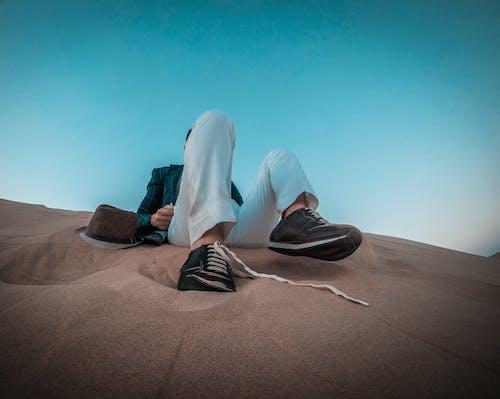 Ingyenes stockfotó alacsony szögű felvétel, cipő, felnőtt, Férfi témában