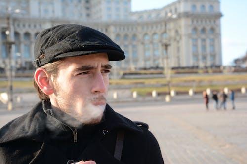 人, 布加勒斯特, 帽子, 抽煙者 的 免費圖庫相片