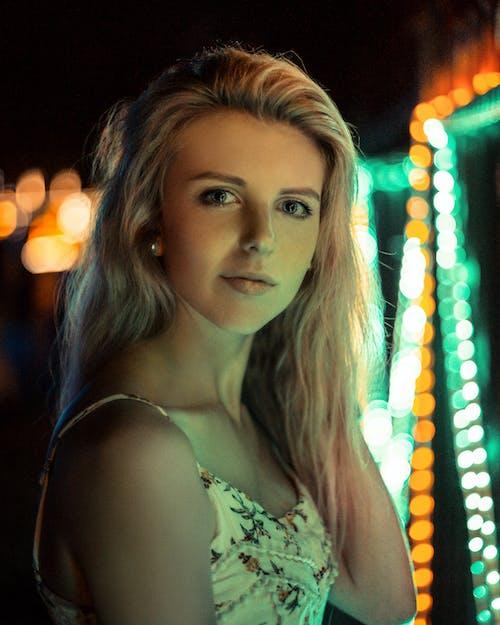 Gratis stockfoto met aantrekkelijk, aantrekkelijk mooi, belicht, blondine