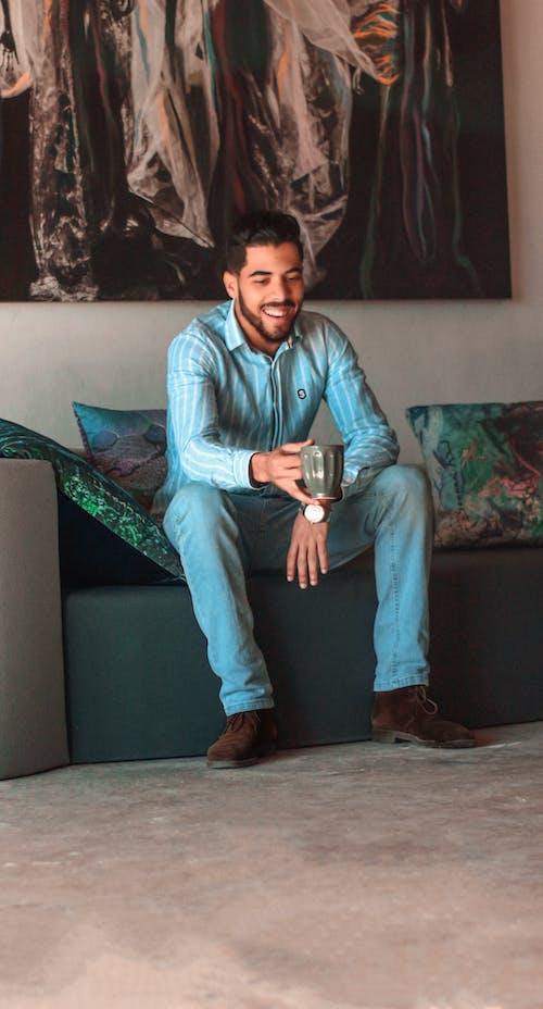 Darmowe zdjęcie z galerii z chłopak, fotografia mody, kawa, mężczyzna