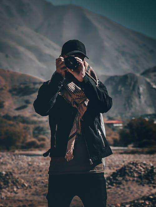 おとこ, カメラ, キャップ, スカーフの無料の写真素材