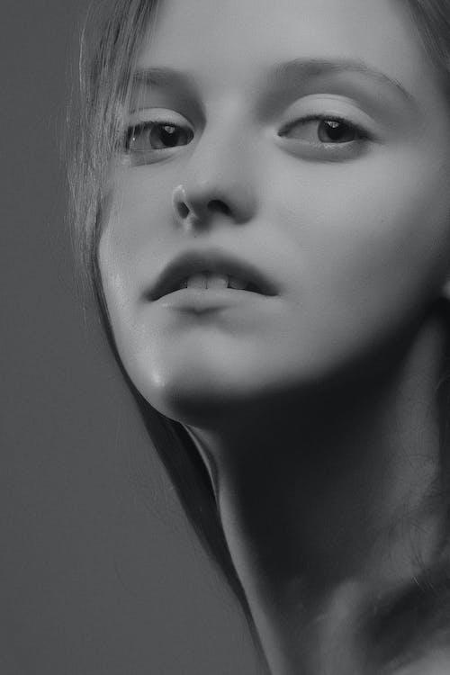 Ingyenes stockfotó arckép, fekete-fehér, stúdió, девушка témában