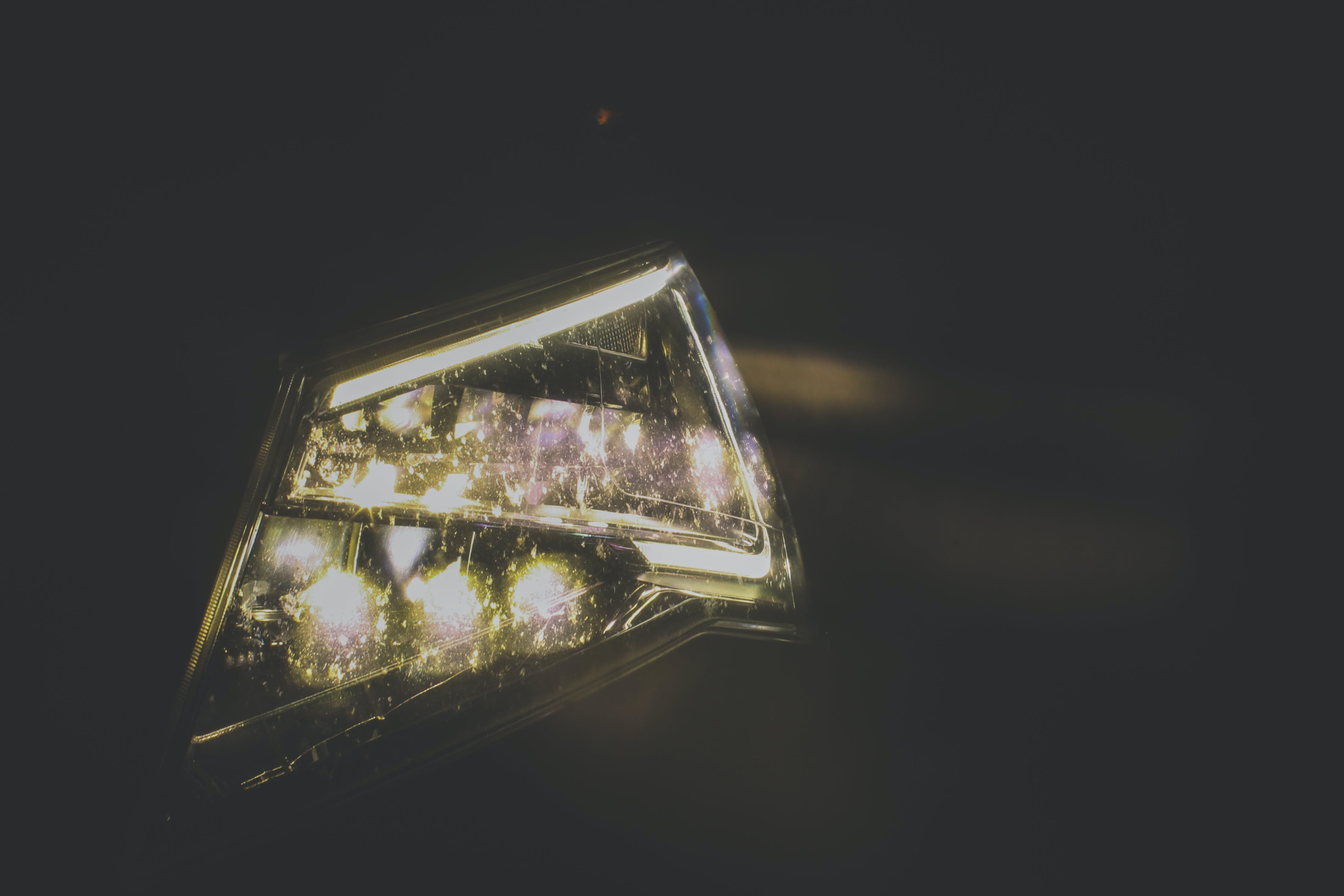 Kostenloses Stock Foto zu auto, autoscheinwerfer, elektrisches licht