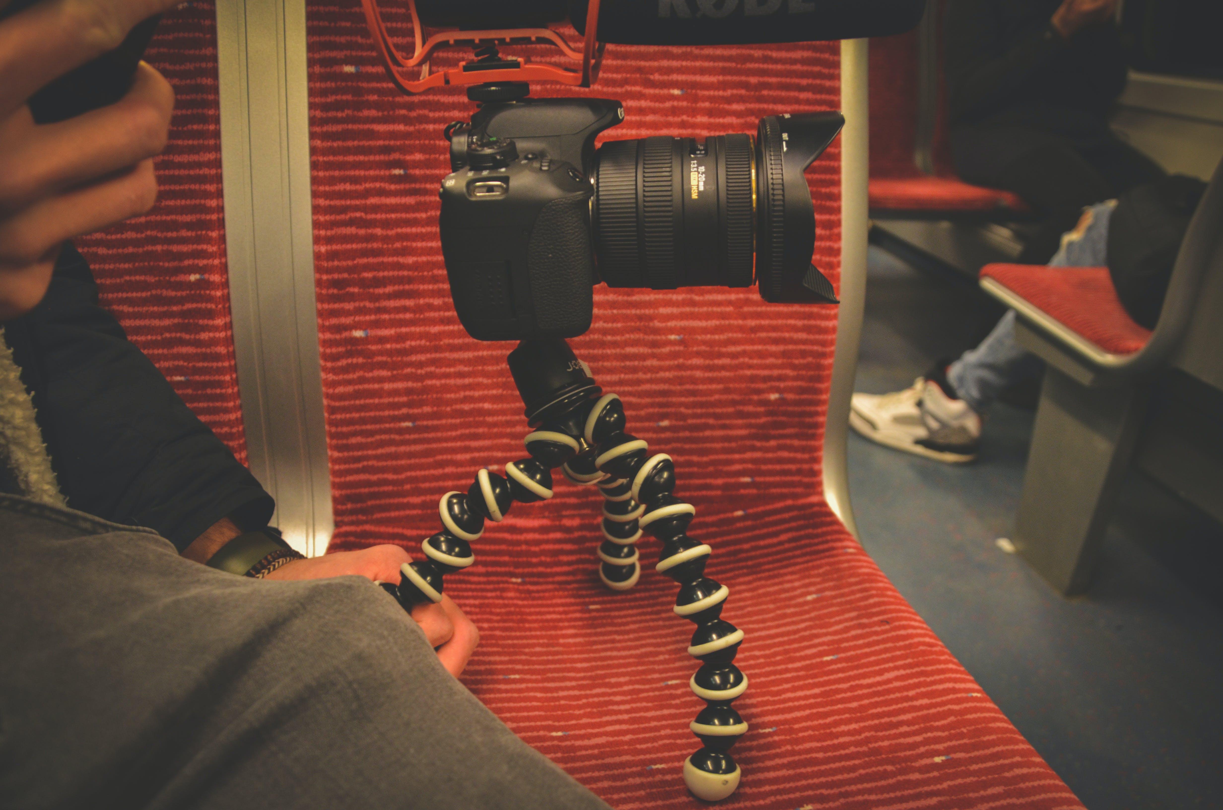 Kostenloses Stock Foto zu arbeiten, bahnen, digitalkamera, filmen