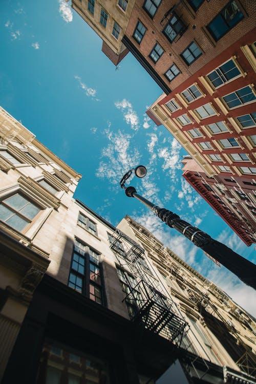 Fotos de stock gratuitas de arquitectura, ciudad, edificios, foto de ángulo bajo