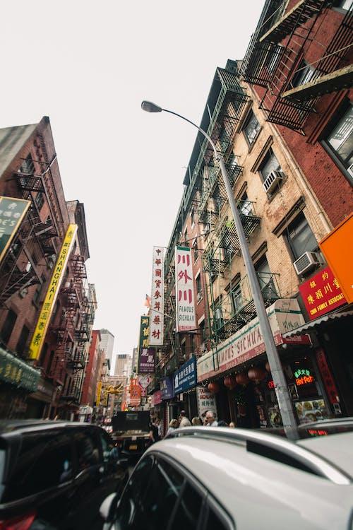 交通, 交通系統, 低角度拍攝, 唐人街 的 免費圖庫相片