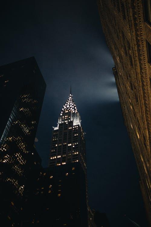 Kostenloses Stock Foto zu abend, architektur, beleuchtung, froschperspektive