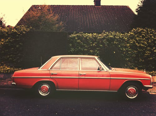 Immagine gratuita di auto classica, auto d'epoca, auto rossa