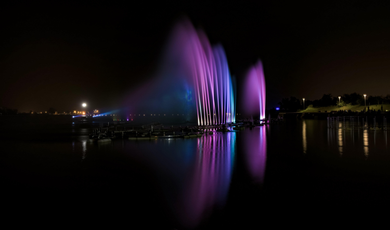 다채로운, 반사, 밤 시간, 분수의 무료 스톡 사진