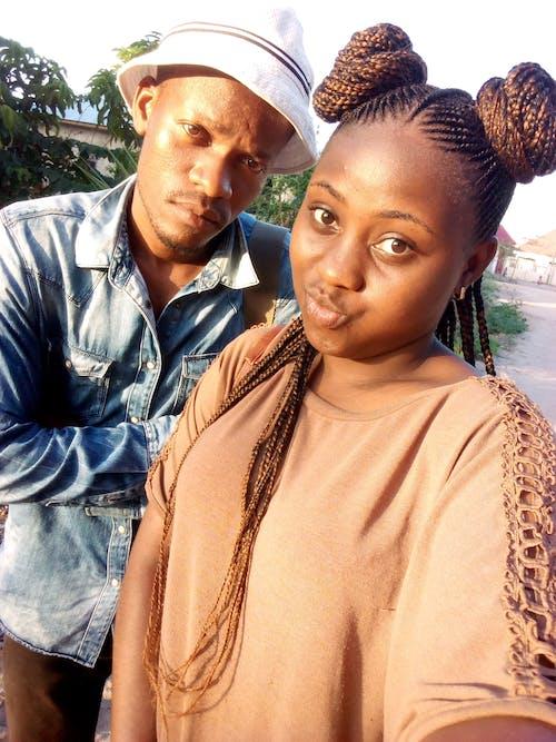 Fotobanka sbezplatnými fotkami na tému džínsy, šťastná dvojica, tanzánsky