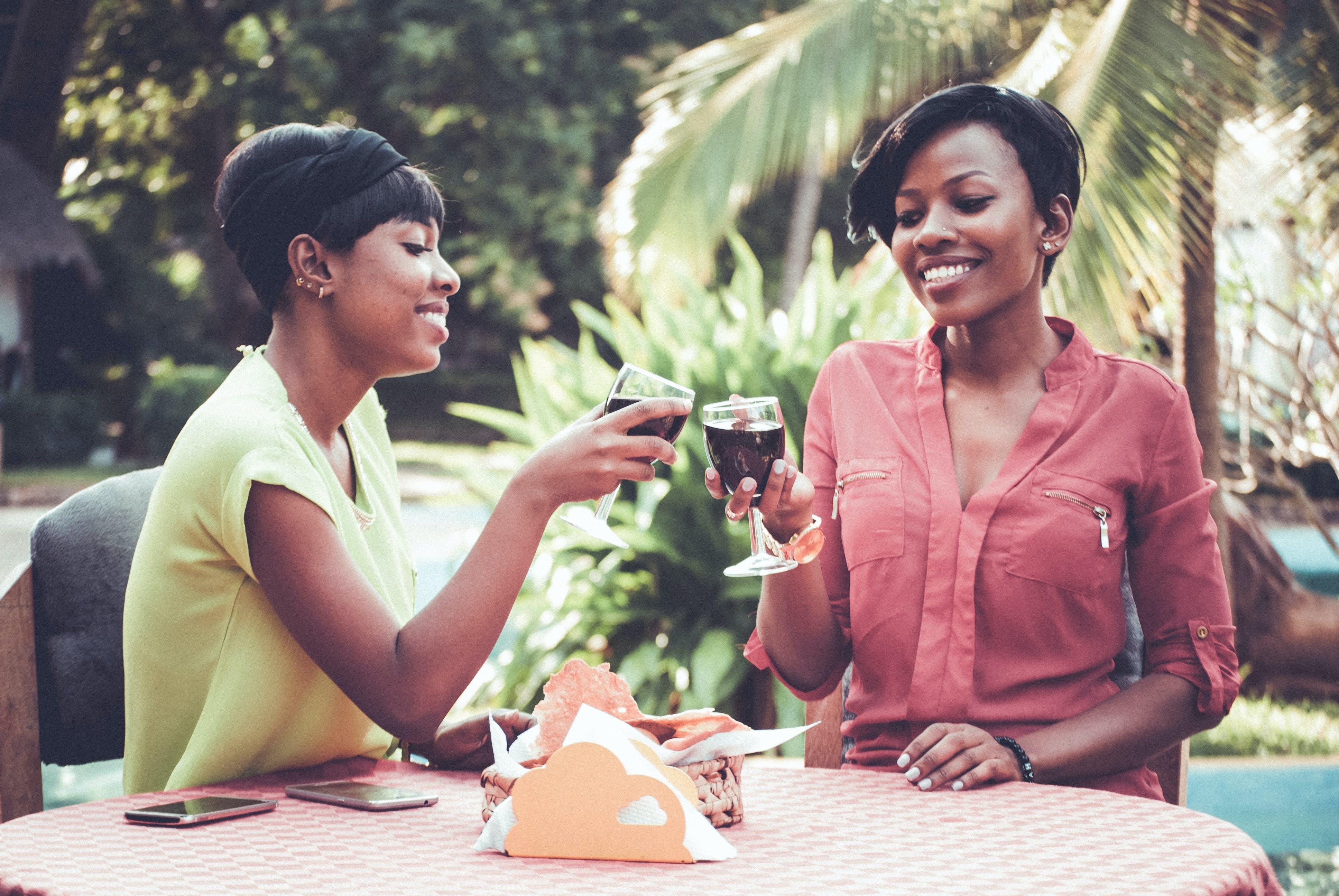 Darmowe zdjęcie z galerii z czas wolny, czerwone wino, drink, kielichy