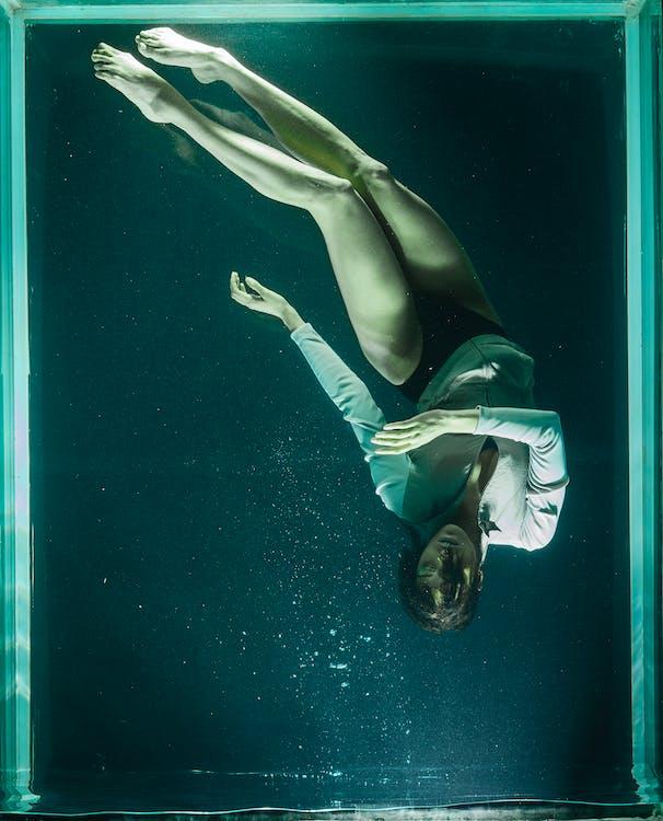 Áo khoác, bơi lội, cảm xúc