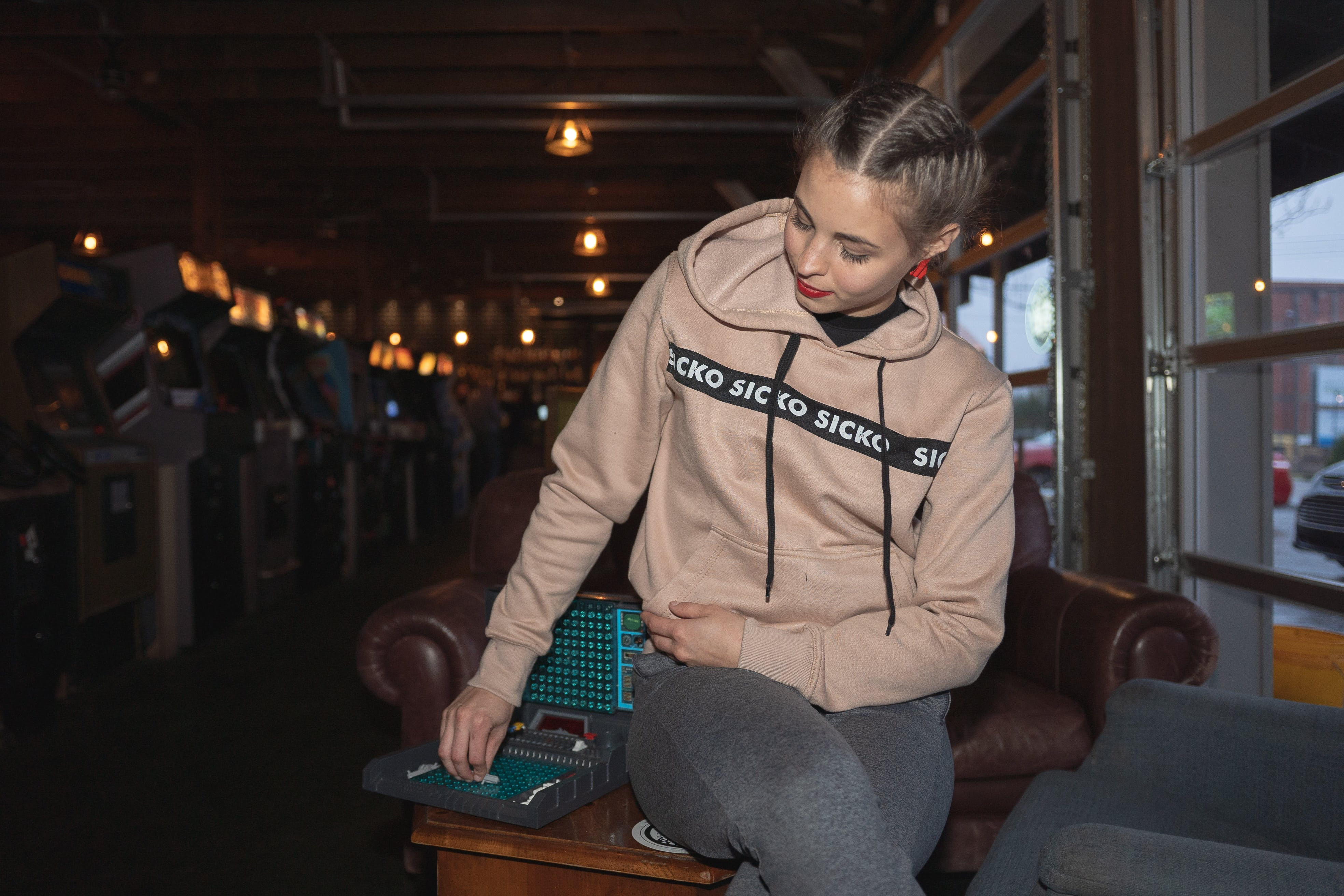 Kostenloses Stock Foto zu fashion, frau, kleidung, person