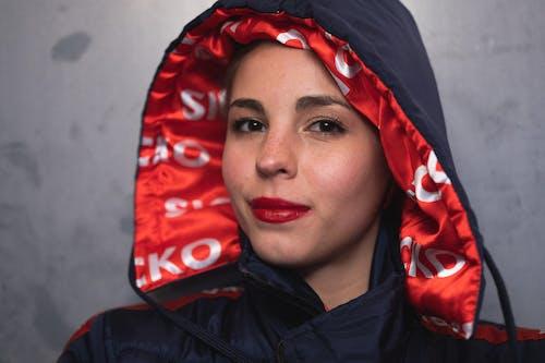 Darmowe zdjęcie z galerii z czerwone usta, dama, kobieta, moda