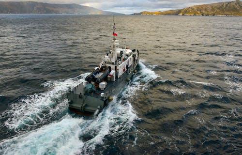 Foto d'estoc gratuïta de barca, embarcació d'aigua, mar, navegar