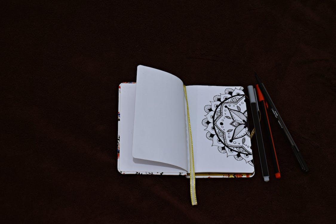 bolígrafos, bolis, cuaderno