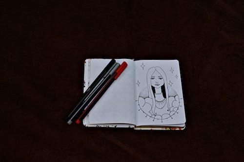 Fotos de stock gratuitas de adentro, bolígrafos, concentrarse, cuaderno