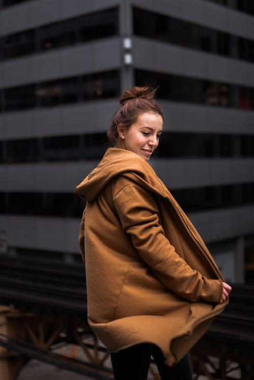 Foto profissional grátis de abrigo, bonita, desgaste, elegância